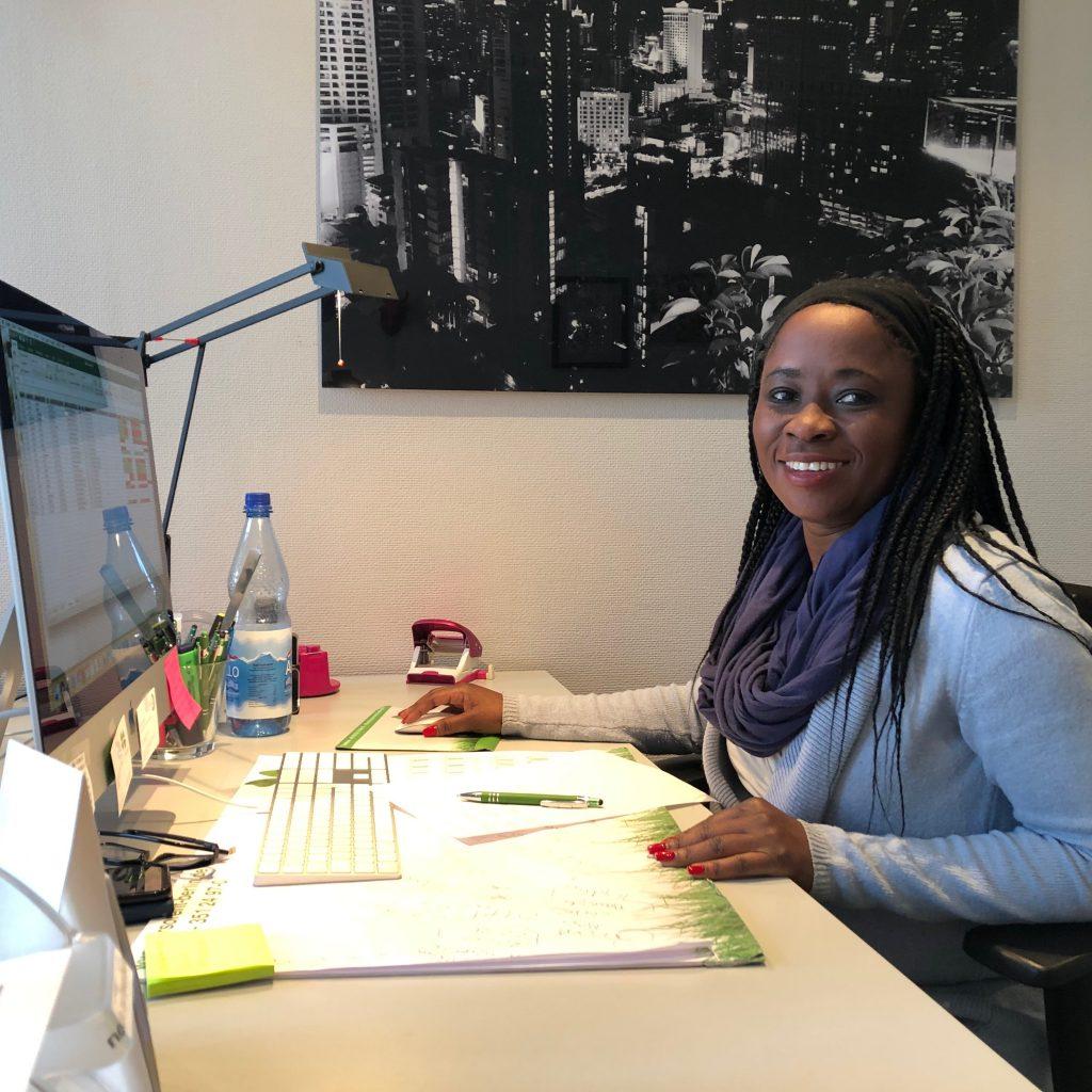 Janet im Büro